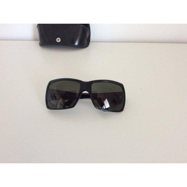 Schöne Sonnenbrille von Salvatore Ferragamo in schwarz
