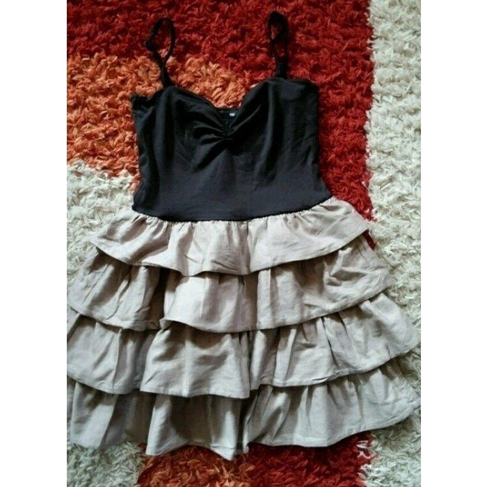 Schönes Kleid mit Volants XS