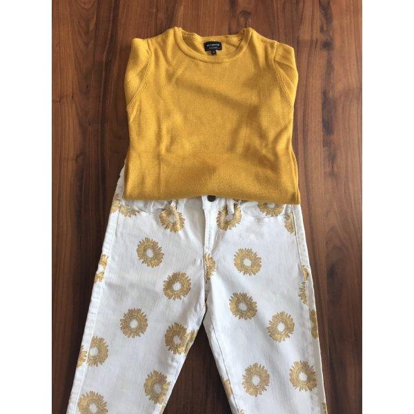 Schönes Set aus Hose und Pullover