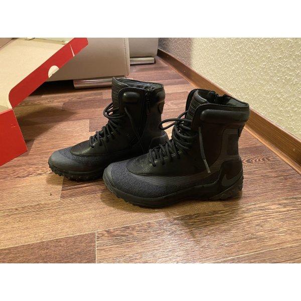 Schuhe für Wanderung von Nike