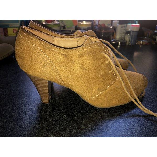 Schuhe mit Absatz , Schnürsenkel