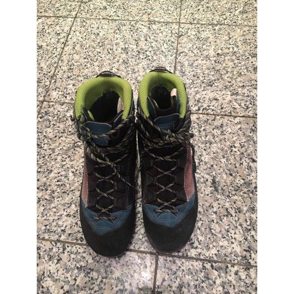 Schuhe von Lowa