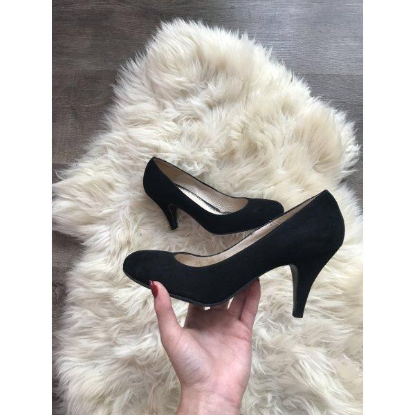 Schwarze hohe Schuhe mit kleinem Absatz