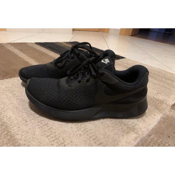 Schwarze Nike