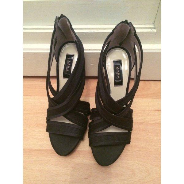 Schwarze Sandaletten von Zara