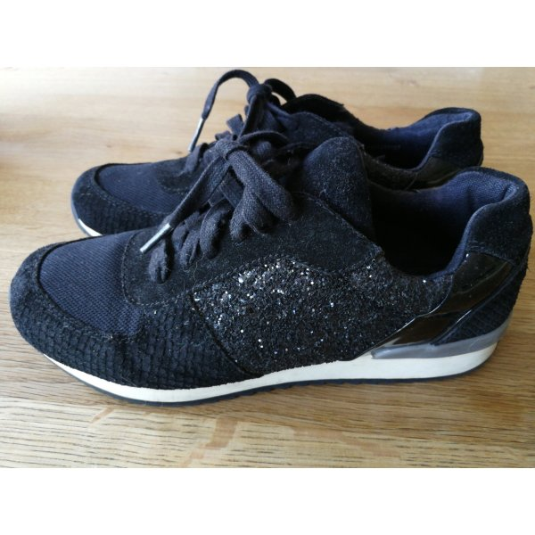 schwarze Sneaker von COX
