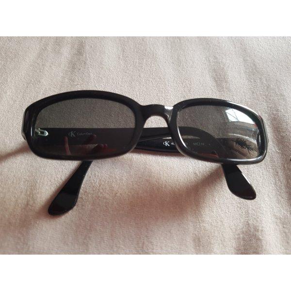 schwarze Sonnenbrille von Calvin Klein CK 401470