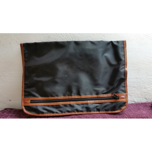 Schwarze Tasche gut für Schreibblock oder ähnliches -