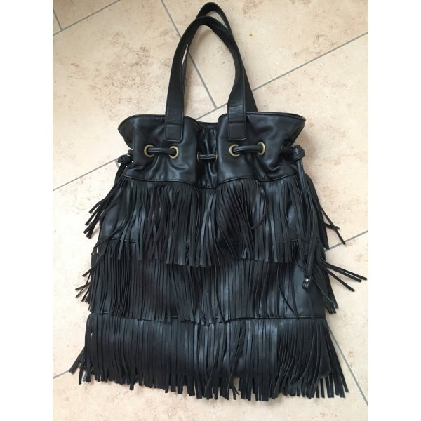 Schwarze Tasche mit Franzen