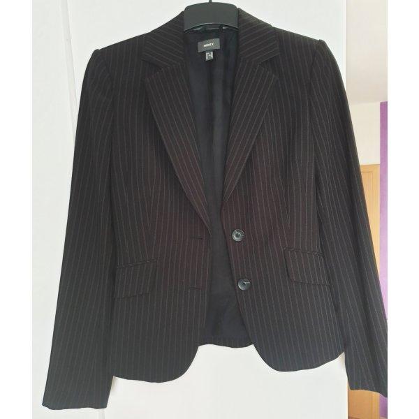 Schwarzer Blazer mit weißen Streifen