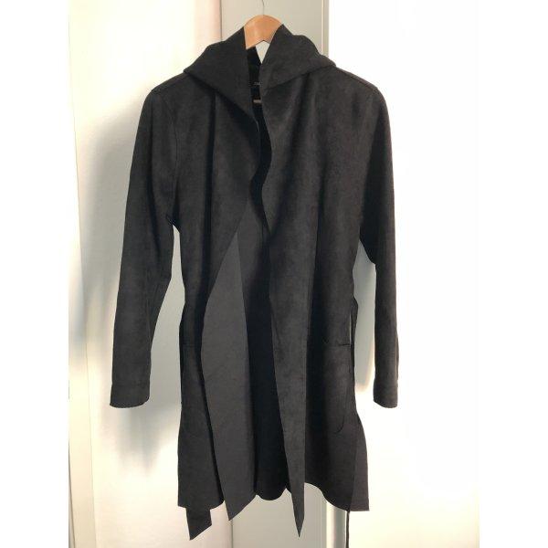 Schwarzer eleganter Mantel von Zara