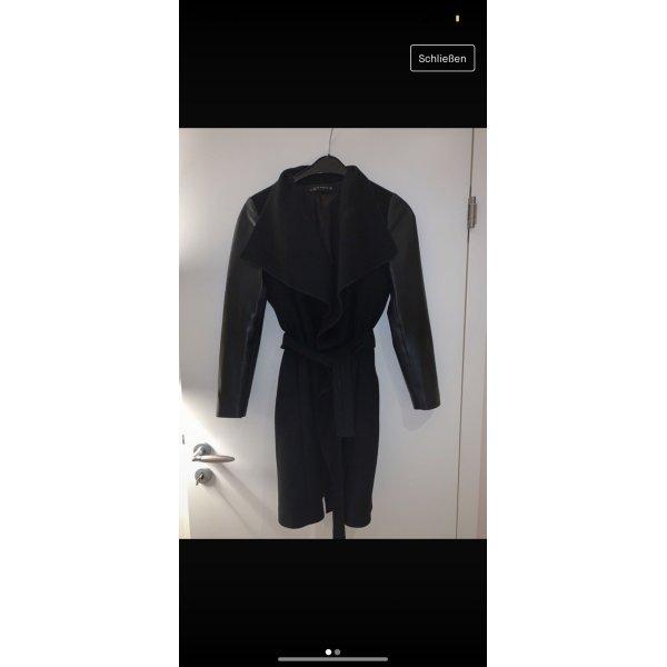Schwarzer Mantel *Zara*