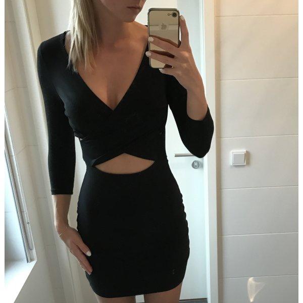 schwarzes Kleid mit Outcuts