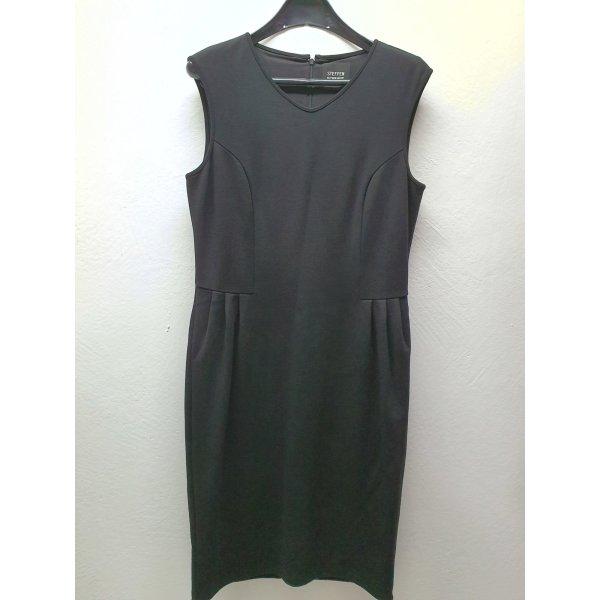 Schwarzes Kleid von Steffen Schraut