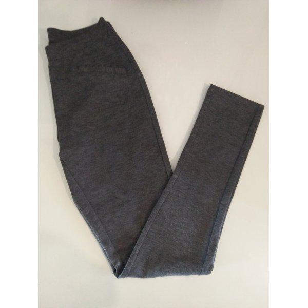 Sehr schöne graue Leggings Größe S  oder 36/38 von  Esmara