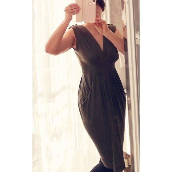 sehr weibliches Kleid mit besonderem Schnitt/ Schulterklappen und Taschen/weich fallend