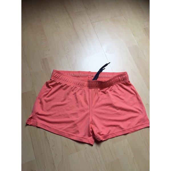 Shorts in cooler Farbe für Sport und Freizeit