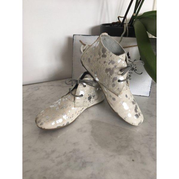 Silber-weiße Kuhfell-Schuhe, Gr 39 von Maruti