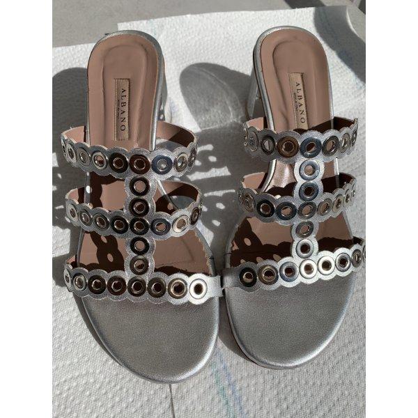 Silberfarbene Sandalette mit Nieten Größe 39