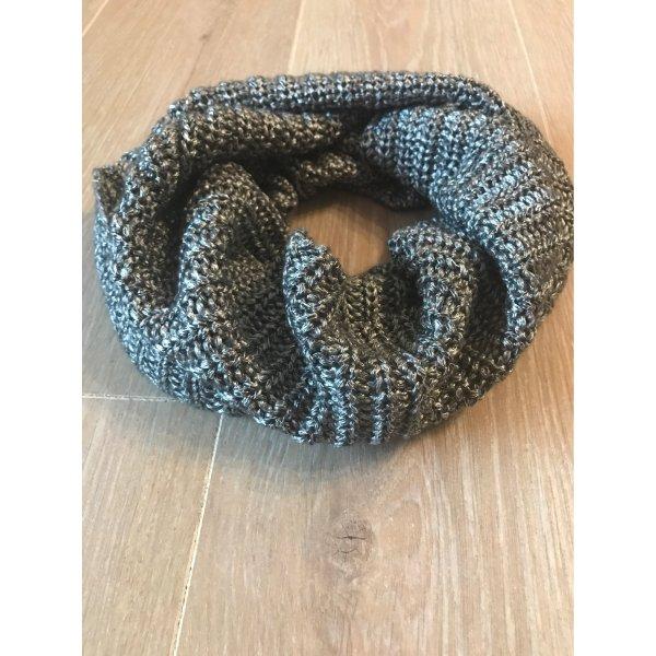 Silberner Schal