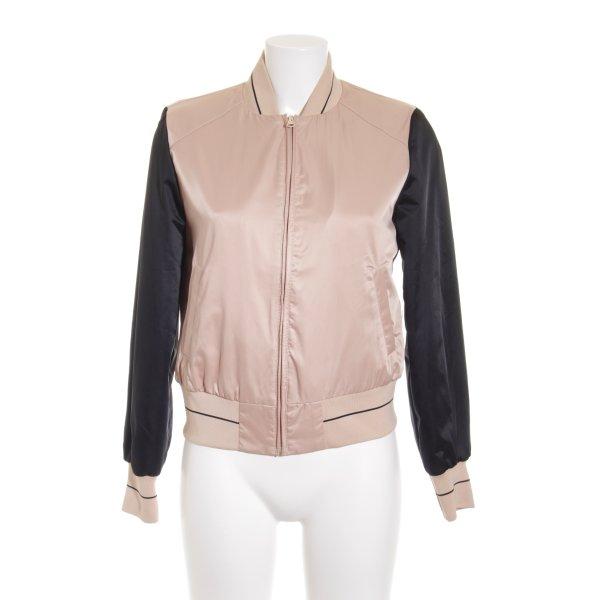 Sisley Übergangsjacke altrosa-schwarz Street-Fashion-Look