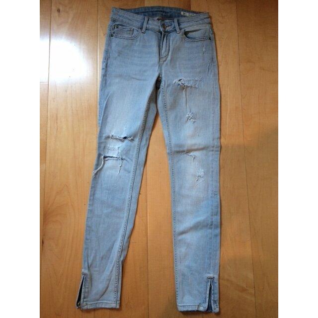 Skinny Jeans hell verwaschen mit Rissen von ZARA