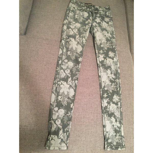 Skinny Jeans mit Blumenmuster