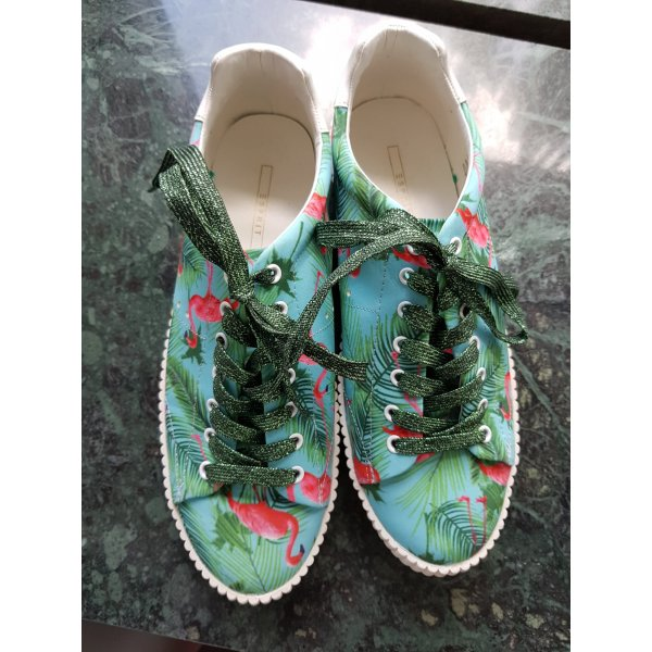 Sneakers mit Flamingomotiv
