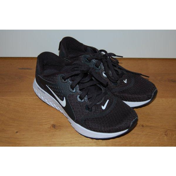 Sportschuhe/Sneaker Nike