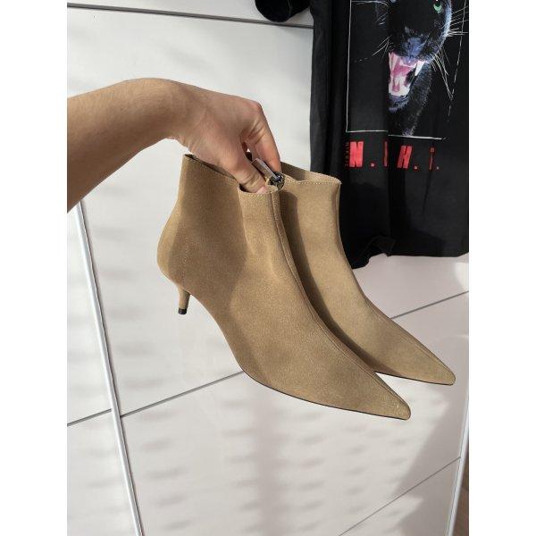 Stiefeletten aus Veloursleder von Zara