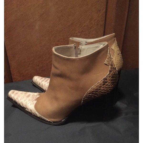 Stiefeletten im angesagten Cowboy-Styl