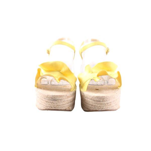 Stradivarius Wedges Sandaletten blassgelb-creme Casual-Look