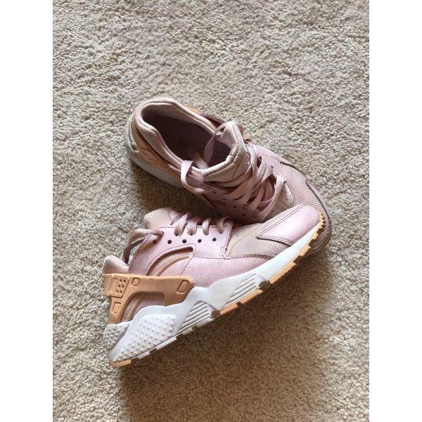 Stylische Nike