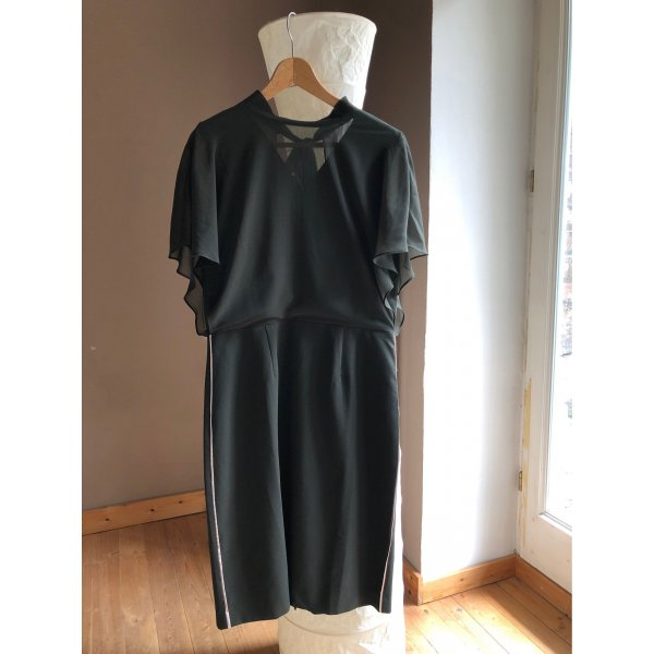 Süßes Kleid mit kurzen Flatterärmeln