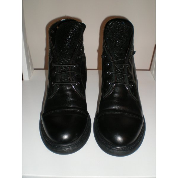 TANGO schwarze Stiefeletten / Booties Gr. 39 in OVP