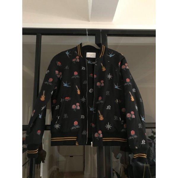 Tolle Jacke von Sandro mit coolen Stickereien. Neu ohne Etikett.