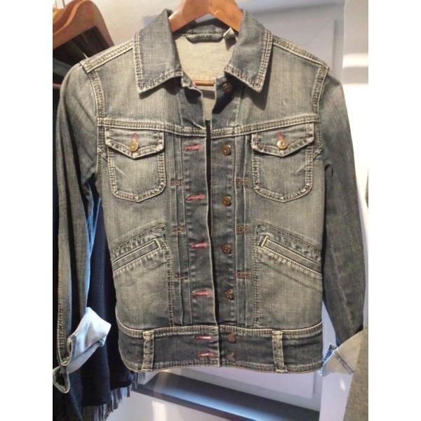 Tolle Jeansjacke mit schönen Details