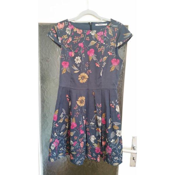Tolles, geblümtes Kleid von Pepe Jeans.