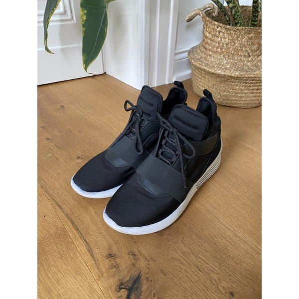 Trendige und ausgefallene High-Sneaker