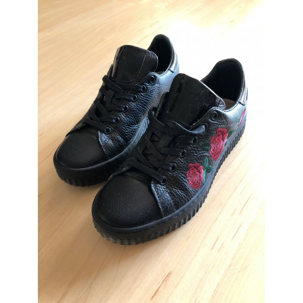 Turnschuhe / Sneaker mit Blumenprint