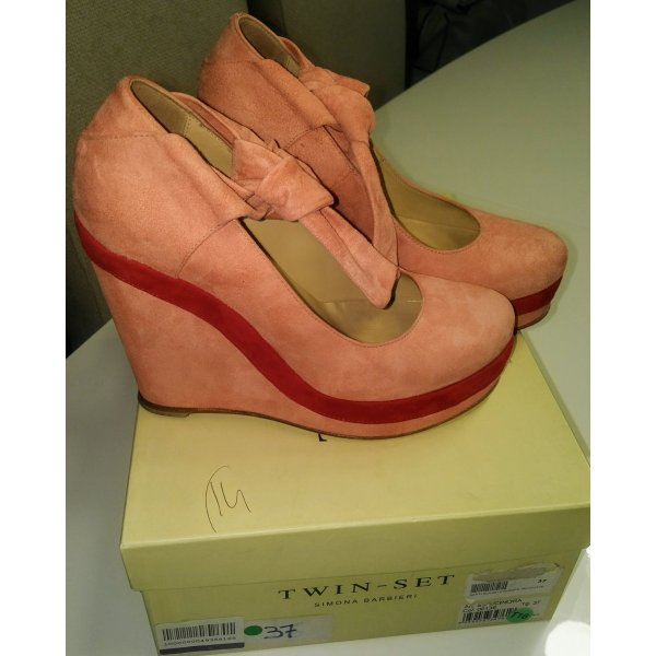 Twin-Set Wedges in Coralle