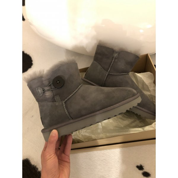 Ugg Boots grau mini Bailey Button 2 Stiefel Stiefeletten 38 neu Mode Blogger Fashion
