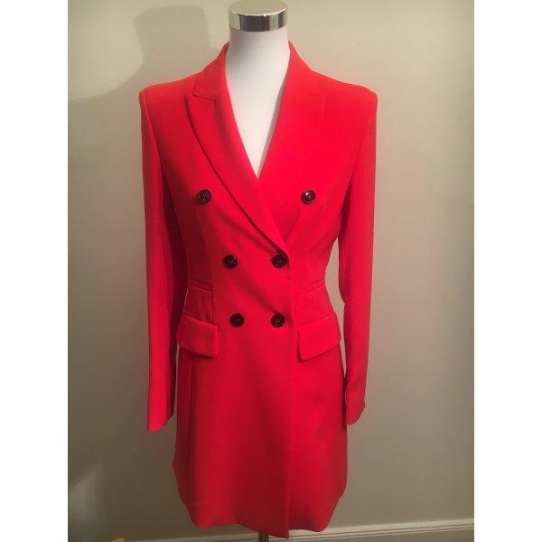 Ungetragener klassischer Mantel