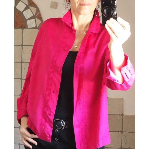 Vintage 60er Jahre, Damen Bluse, Blusenjacke, elegant und fein, vermutl. aus den 1960er Jahren, Retro, True Vintage, wunderschöne Farbe_ Pink, Magenta, kräftiger Farbton, glattes, sehr feines Material, Baumwolle, Ornament Bordüre, zarte Stickerei neuwerti