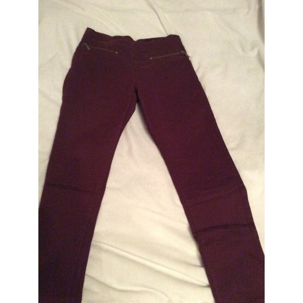Weinrote Jeans