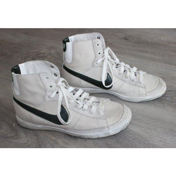 • Weiße Sneaker von Nike