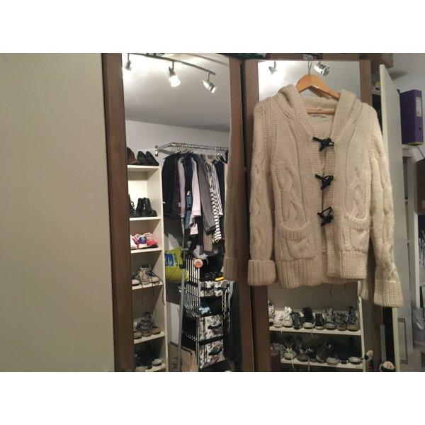 Winter Sale: Noch nie getragene kuschelige Strickjacke mit Kapuze