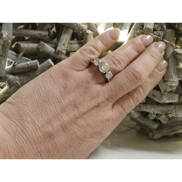 Wunderschöner Ring von  DIAMONIQUE aus 925er Silber mit 3  weißen  Diamonique- Zirkonia