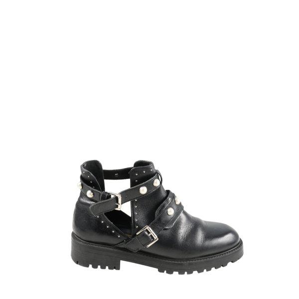 Zara Basic Cut-Out-Stiefeletten schwarz Casual-Look