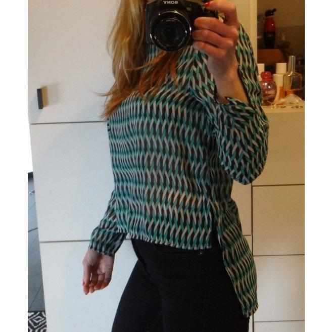 Zara Tunika Bluse Blusenhirt hinten länger Retro 70s Print türkis weiß blau